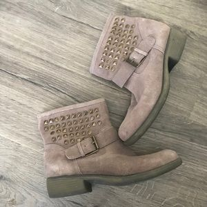 Steve Madden outlaws stud boot suede taupe